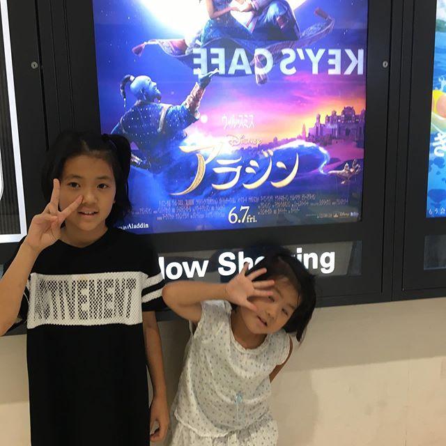 お久しぶりに映画〜大迫力に途中出たいーと、妹ちゃんでも最後まで楽しく見て私は大満足 #映画館#アラジン#パパありがとう#ポップコーンに大満足#お二人さん (Instagram)
