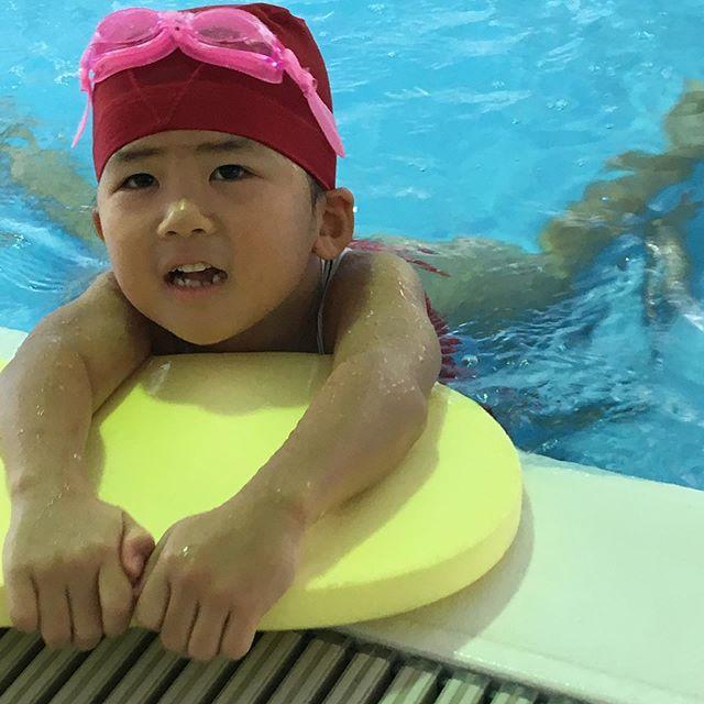 日曜日〜みんなで近くのプールへ大喜びのお2人さん 水着のない私は汗をダラダラ見守り中 実はパパも泳いでます🤣🤣撮影禁止だそうです #プール#ゆーぷる#夏休み (Instagram)