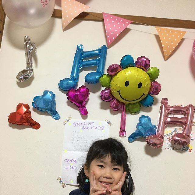 昨日1月16日は妹ちゃん️6才HAPPY  BIRTH  DAY ♫お め で と う 〜 ケーキはリクエストでアナとエルサ美味しゅうございました❣️幼稚園でもお誕生日会してもらいありがたき幸せ大喜びの楽しい嬉しいの1日娘ちゃんからもラブレターと手作りイヤリングのプレゼント️いつも元気と笑顔をありがとう#お誕生日#妹ちゃん#6才#ケーキ